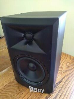 Pair of JBL 5 Powered Studio Monitors LSR305 Series 3 hardly used