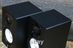 Yamaha HS5 Matched Pair 2-Way Bi-Amp 5 Woofer Powered Studio Monitor (Black)