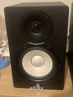 Yamaha HS7 Powered Studio Monitor Speakers (Pair) in Box + Audio Cables